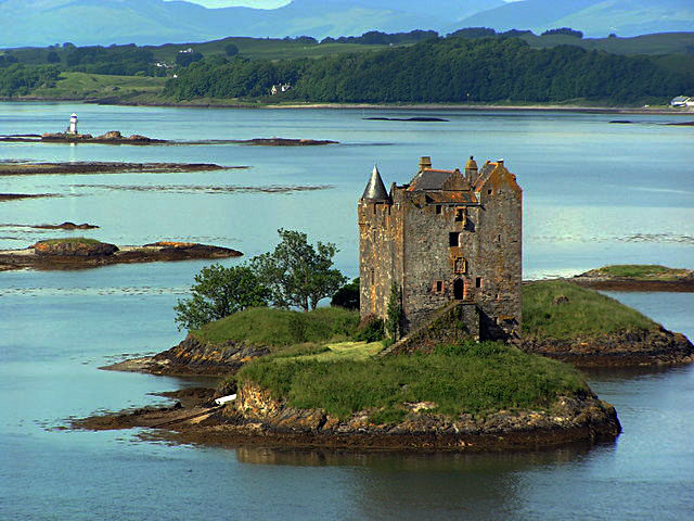 Castle Stalker. Author:Norrie AdamsonCC BY-SA 2.0