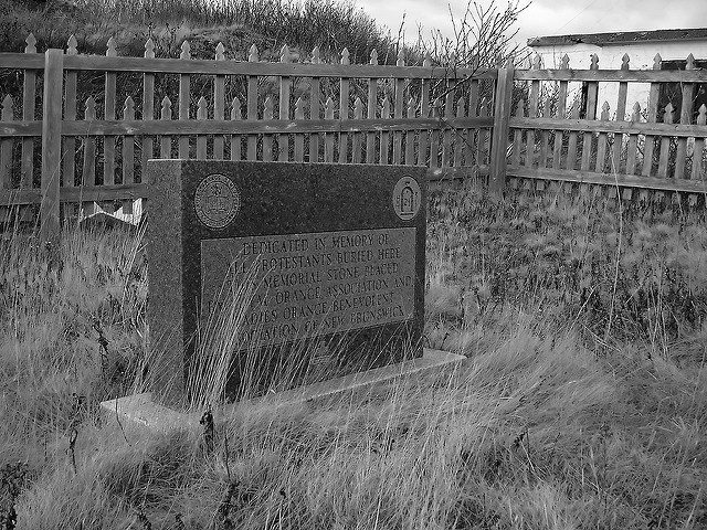 Dedicated in memory of all Protestants buried here/ Author:Ian MackenzieCC BY 2.0