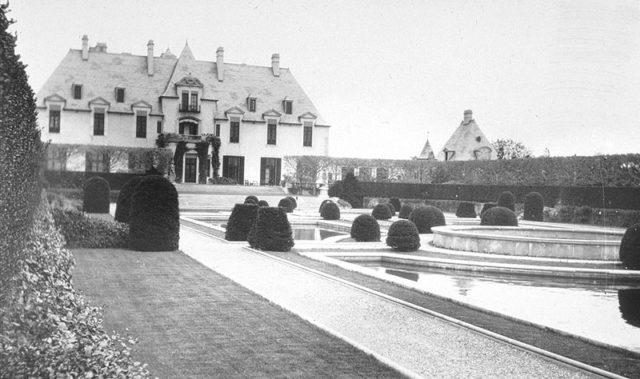 Historical photo of the house. Author:Bremer W. PondPublic Domain