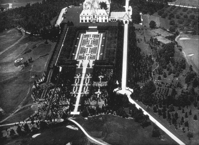 Kahn Estate aerial view. Author:Unknown – Library of Congress, American MemoryPublic Domain