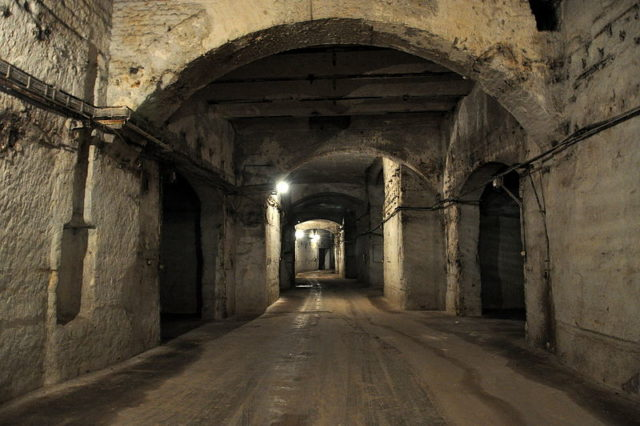 Part of a wide corridor/ Author:VinceB – CC BY-SA 3.0