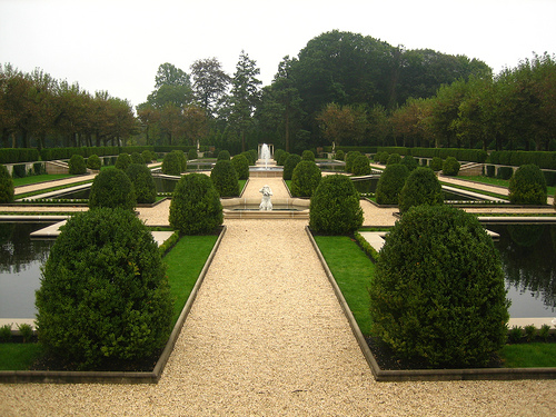 Part of the gardens of Oheka Castle. Author: ariel jatibCC BY-SA 2.0