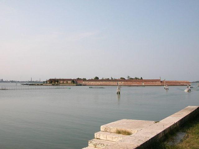 Photo of the island taken in 2008. Author:GodromilPublic Domain