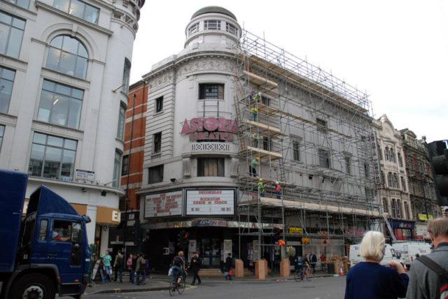 Preparing the building for demolition. Author:Fallschirmjäger – CC BY-SA 3.0