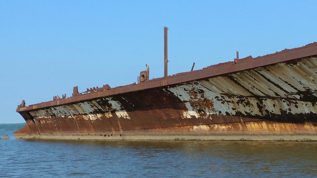 Scrapped and abandoned ship/ Author:Fred SchroederCC BY-ND 2.0