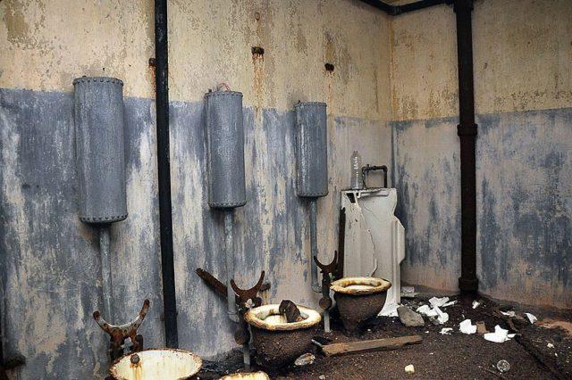 The abandoned latrines. Author:David TrawinCC BY-SA 2.0