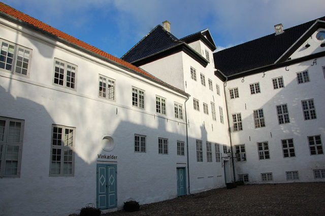 The castle's courtyard in 2009. Author:Olaf MeisterCC BY-SA 3.0