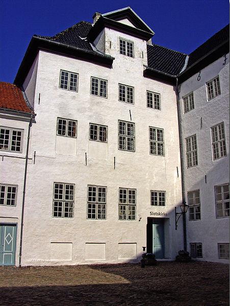 The courtyard. Author:BococoCC BY-SA 3.0
