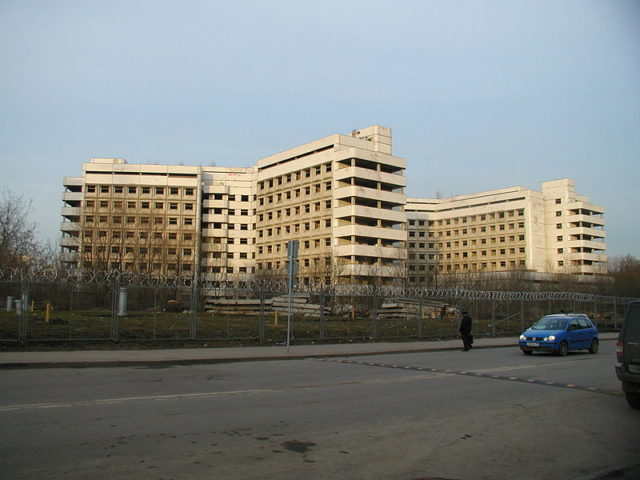 The hospital completely fenced off/ Author:MunroeGFDL