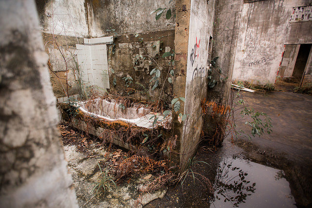 What once was a bathroom. Author: sunriseOdyssey CC BY-SA 2.0