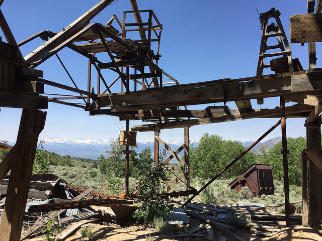 Cyanide tank agitator in Chemung Mine – Author: The Greater Southwestern Exploration Company – CC BY 2.0