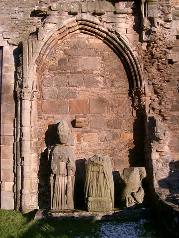 Detail of the statues. Author: nairnbairn – CC BY-SA 2.0