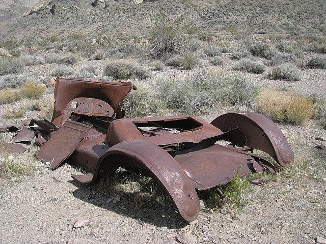 Abandoned vehicle – Author: The Greater Southwestern Exploration Company – CC BY 2.0