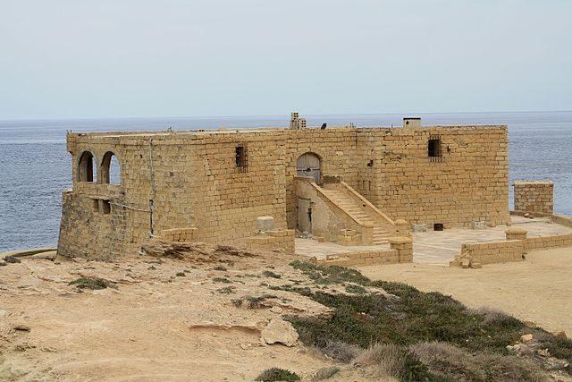 Qolla l-Bajda Battery/ Author: Dreizung – CC BY 3.0
