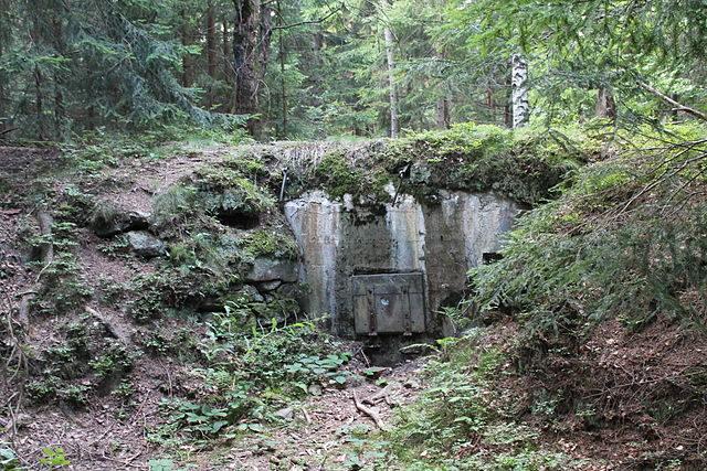 Light pillbox, Žlíbek, Kašperské Hory, Klatovy District, Czech Republic. Author: Harold – CC BY-SA 3.0