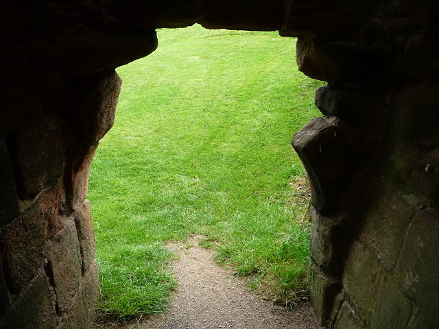 A doorway. Author: Immanuel Giel – CC BY-SA 3.0