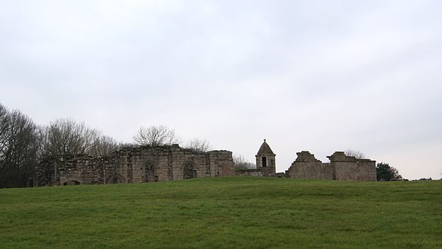 In its heyday, it was in the middle of a large estate. Author:Mtaylor848 – CC BY-SA 3.0