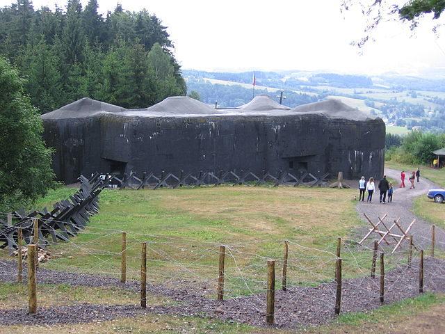 Infantry blockhouse T-S 73, near the village of Polom, Czech Republic. Author: David Varner – CC BY-SA 3.0