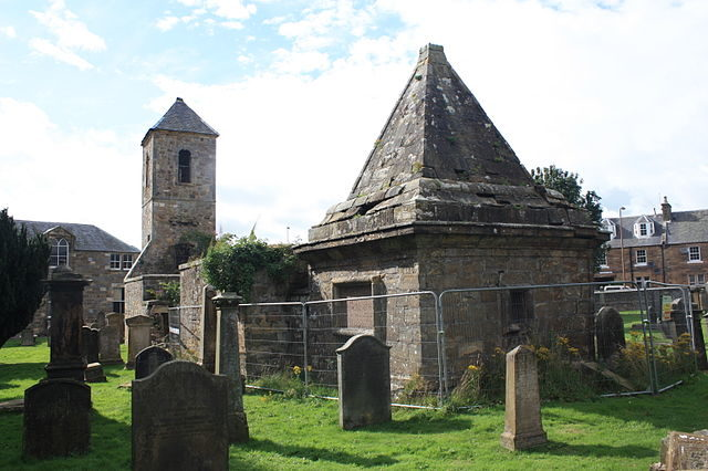 The Clerk mausoleum in Penicuik. Author: Stephencdickson – CC BY-SA 4.0