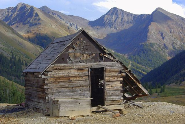 Abandoned cabin. Author:Adam BakerCC-BY 2.0