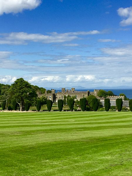 ArdgillanCaste and green grass. Author:Shannon KauffmanCC BY-SA 4.0