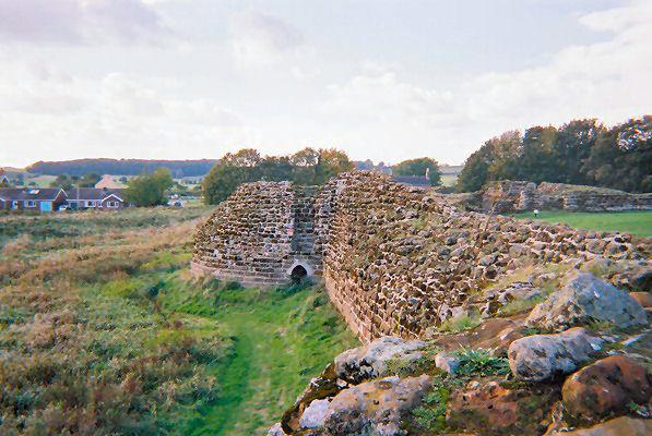 Bolingbroke Castle. Author:ZerbeyCC BY-SA 3.0