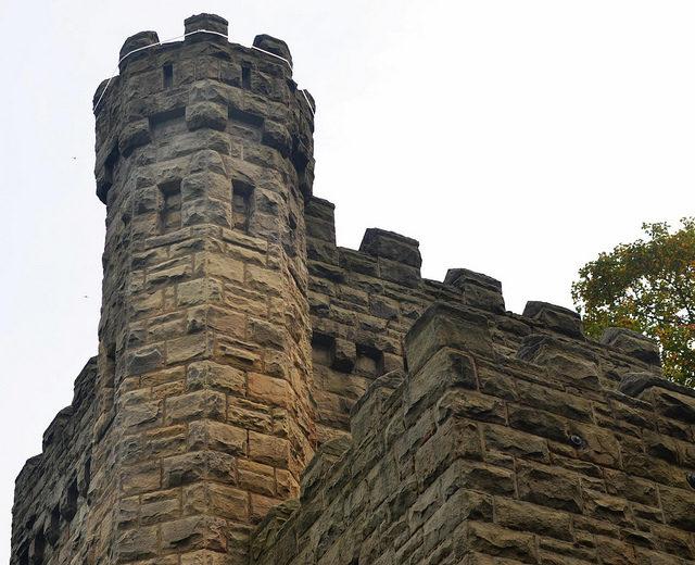 Castle-like exterior/ Author:Erik Drost – CC BY 2.0