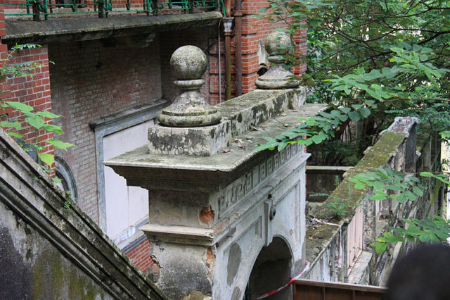 Classical Revival architectural elements/ Author:2009500376onland09CC BY 3.0