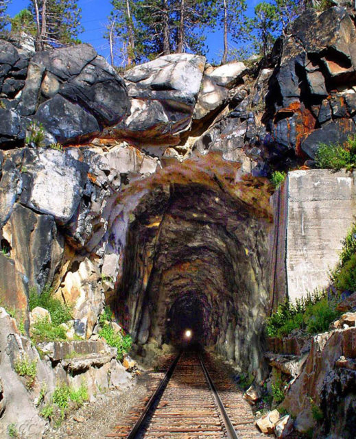 Summit Tunnel, West Portal (Composite image with the tracks removed in 1993 digitally restored). Author: Centpacrr – CC BY-SA 3.0