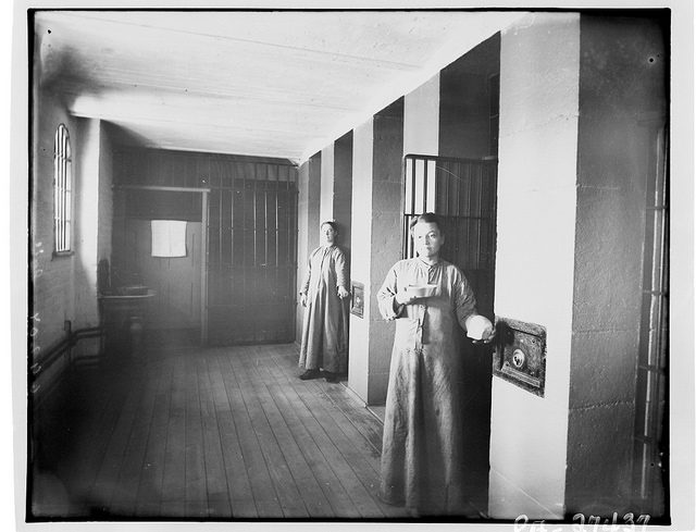 Female inmates in front of their cells. Author:BiblioArchives / LibraryArchivesCC BY 2.0