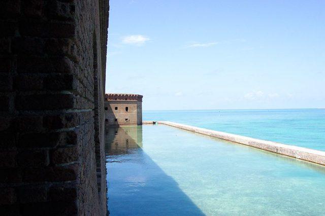Fort Jefferson's moat/ Author:Direnzoa