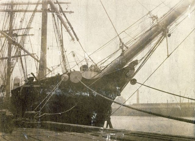 Historic photo of the ship/ Author: State Library of Victoria – Malcolm Brodie shipping collection