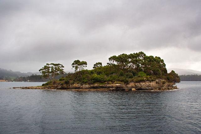 Isle of the Dead/ Author:Martin Pot – CC BY-SA 3.0