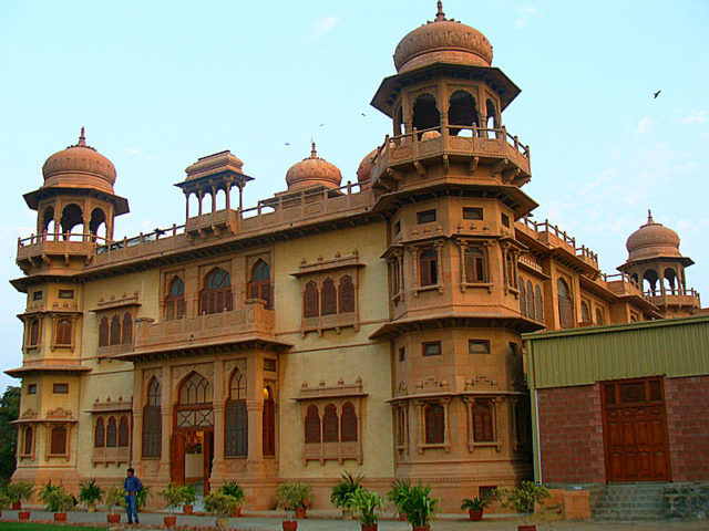 Mohatta Palace alternative view. Author:ArsalabbasiCC BY-SA 3.0