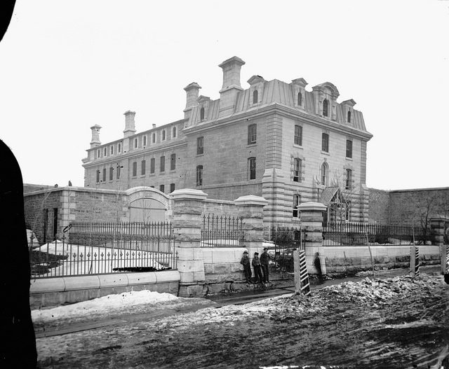 Old photograph of the jail's exterior. Author:Author:BiblioArchives / LibraryArchivesCC BY 2.0