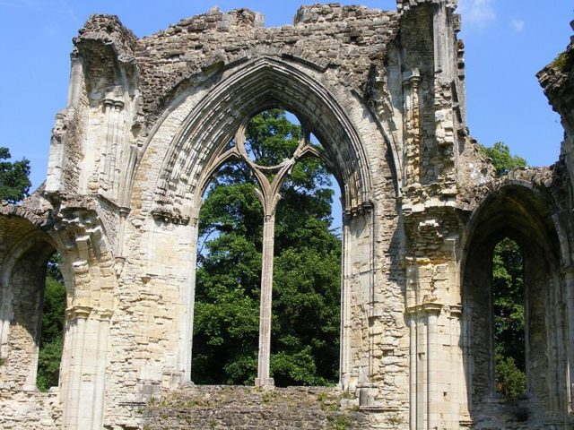 One of the few windows arches that still stand. Author:Coradia1000CC BY-SA 2.0