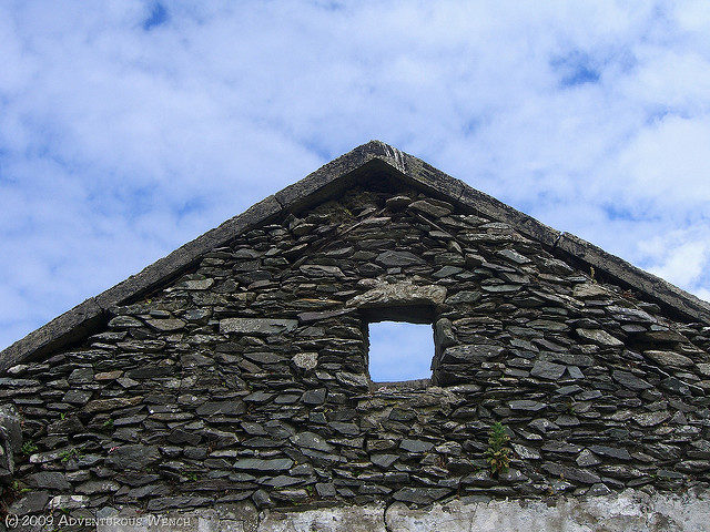 Roofless house/ Author:Deanna KeaheyCC BY-ND 2.0