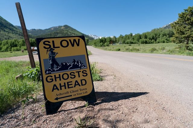 Slow ghosts ahead. Author:Lorie ShaullCC BY-SA 2.0