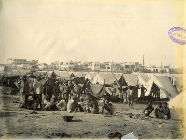 Tents with Suakim in the background/ Author:The National Archives UK – Suakim from Quarantine Island