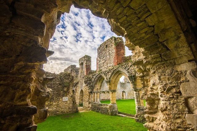 The abbey in 2016. Author:Tim.firkinsCC BY-SA 4.0