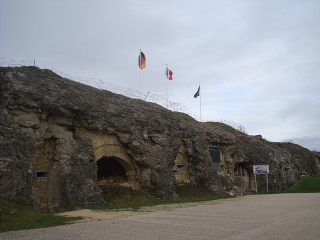 The entrance to the fort/ Author:Eric T GuntherCC BY 3.0