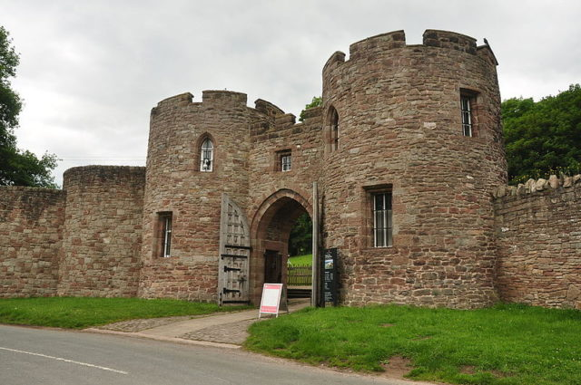The gatehouse. Author:NilfanionCC BY-SA 4.0