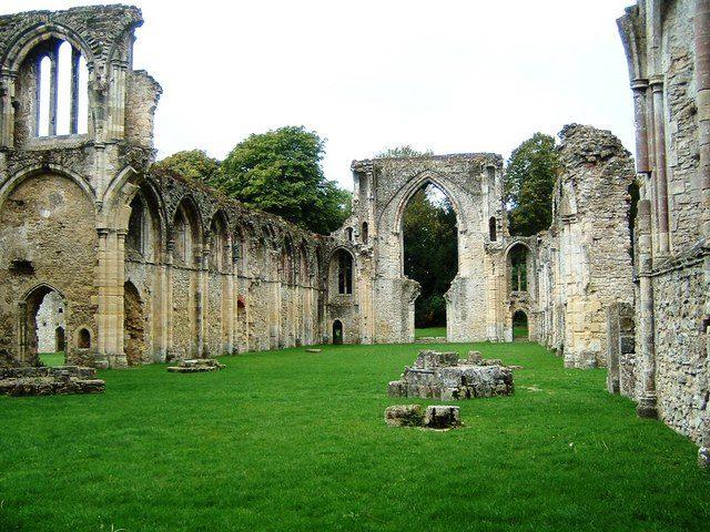 The nave of Netley Abbey. Author:Gillian MoyCC BY-SA 2.0