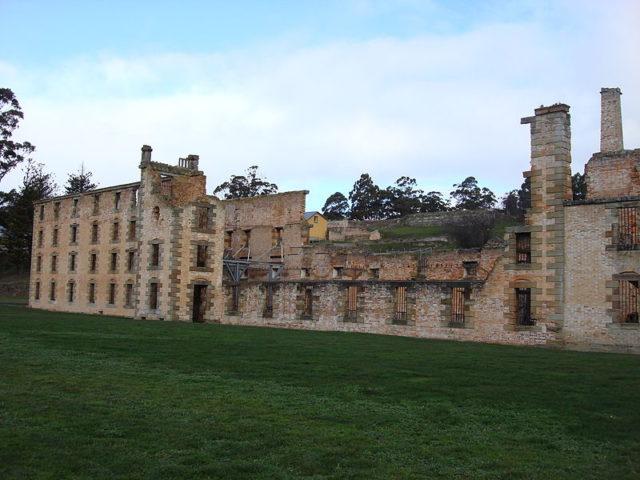 The prison in ruins/ Author:Jorge Láscar – CC BY 2.0