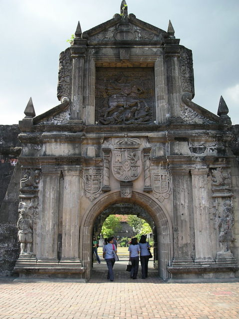 The reconstructed main gate. Author:DrumlanrigPublic Domain