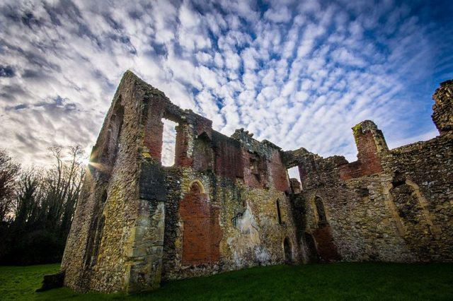 The ruins of Netley Abbey. Author:Tim.firkinsCC BY-SA 4.0