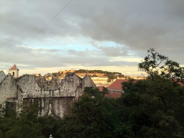 Convento do Carmo and Castelo in the background – Author: Bex Walton – CC BY 2.0