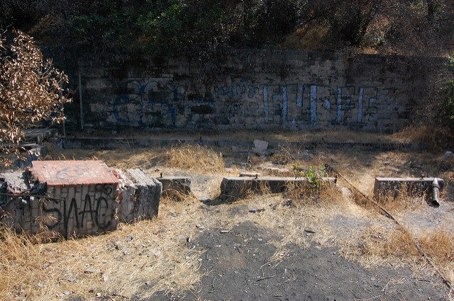 Graffiti at the Griffith Park Zoo/ Author: Omar Bárcena – CC BY 2.0
