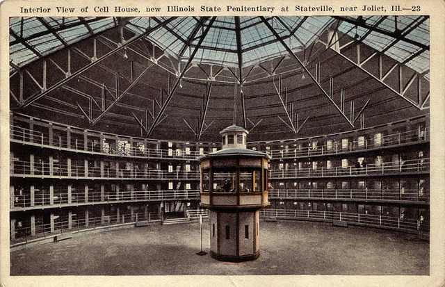 Interior View of Cell House in Illinois State Penitentiary at Stateville. the prison design Presidio Modelo was based on – Author: jodieinblack – CC BY 2.0
