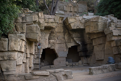 Artificial caves with iron bars removed/ Author: Jared eberhardt – CC BY 2.0